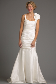 San Clemente Bridal Gown with Flower 9384